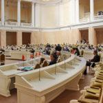 Городские власти будут обеспечивать медикаментами петербуржцев с тяжелыми недугами