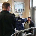 Поликлиники Петербурга не справляются с потоком желающих пройти тест на коронавирус