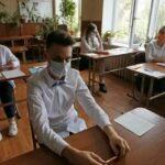 Питерские выпускники приступили к написанию ЕГЭ по трем предметам
