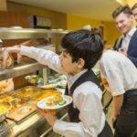 Ученикам с хроническими заболеваниями будут компенсировать стоимость горячих обедов