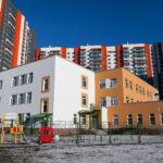 Власти Петербурга заставляют застройщиков бесплатно строить социальные объекты